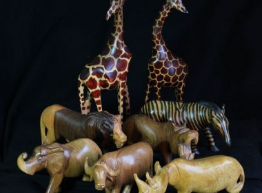 hand-carved-wooden-sculptures1